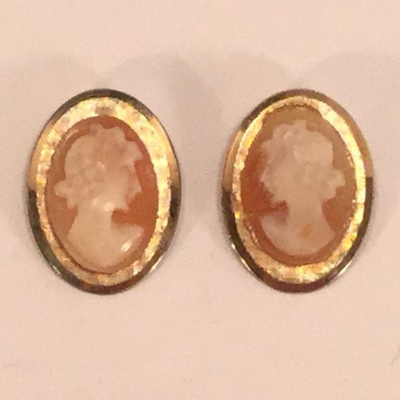 e78265f1c Vintage Cameo Screw Back Earrings. Vintage. M_5ade141900450fb91a08e426.  M_5ade141b46aa7c1b07d92e5b. M_5ade141ca44dbe702ce962a6.  M_5ade141edaa8f67e59ce7ac1